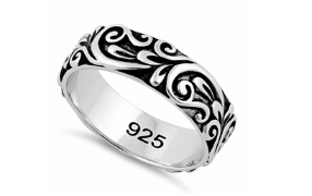 Silver ring with floral pattern engraving